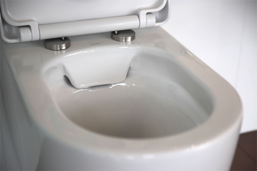 Hygenic and splash free rimless toilet